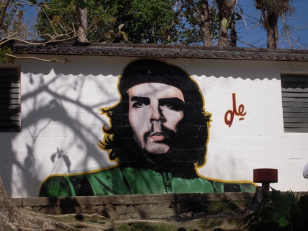 A mural of Che Guevara adorns a rural school